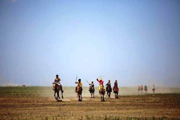 Khasar_Naadam_HorseRace_Gobi_2011-1